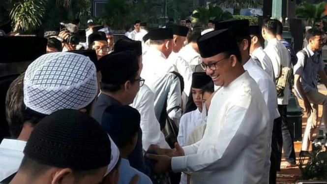 Gubernur DKI Jakarta Anies Baswedan salat Idul Fitri di Balai Kota DKI Jakarta