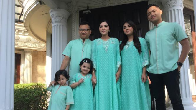 Keluarga Anang-Ashanty di hari Lebaran 2019.