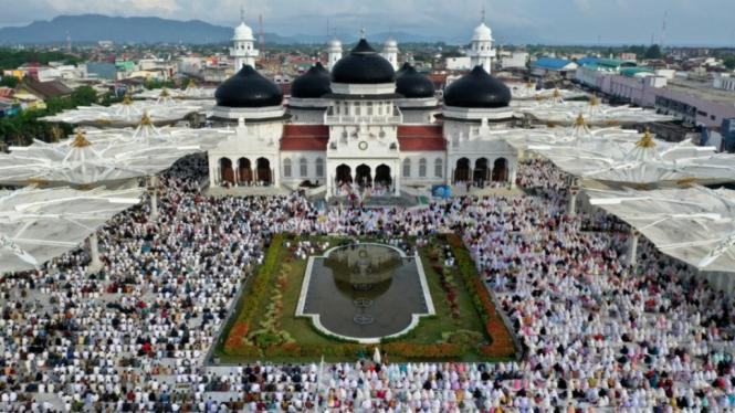 Shalat Idul Fitri di Berbagai Kota Indonesia