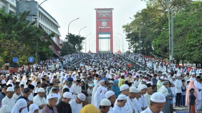 Ilustrasi salat Idul Fitri di berbagai Kota Indonesia