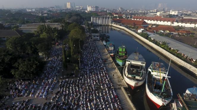 Salat Idul Fitri di Berbagai Kota Indonesia
