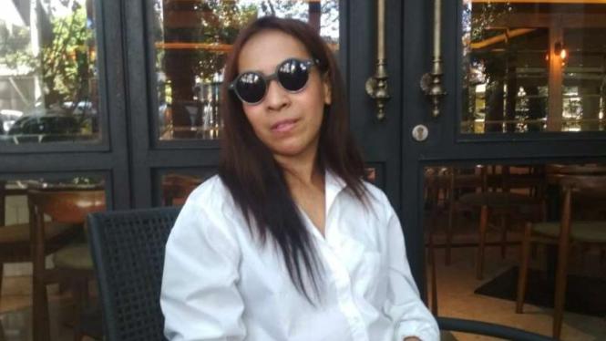 Terpidana muncikari Vanessa Angel, Endang Suhartini alias Siska, setelah bebas dari penjara di Surabaya, Jawa Timur, pada Rabu, 5 Juni 2019.