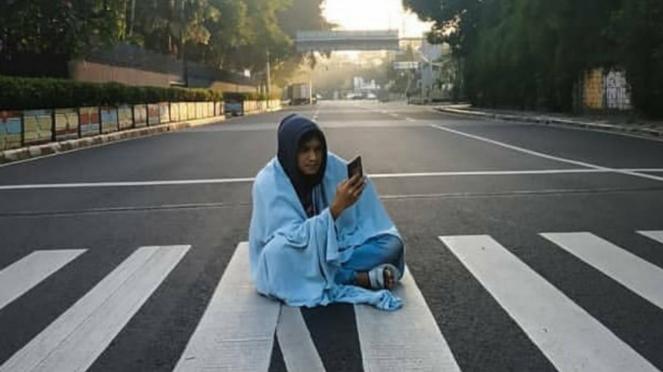 Menikmati jalanan Jakarta yang lengang