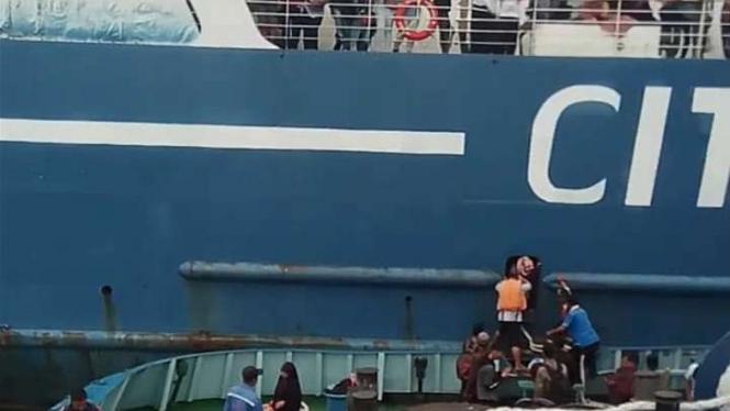 Basarnas masih evakuasi pemudik di atas Kapal Motor Penumpang (KMP) Mutiara