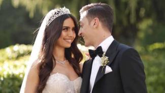 Bintang Arsenal, Mesut Oezil, menikah dengan kekasihnya, Amine Gulse