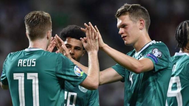 Para pemain Timnas Jerman merayakan gol Marco Reus