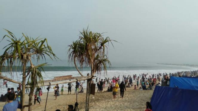 Pantai Garut saat libur Lebaran 2019