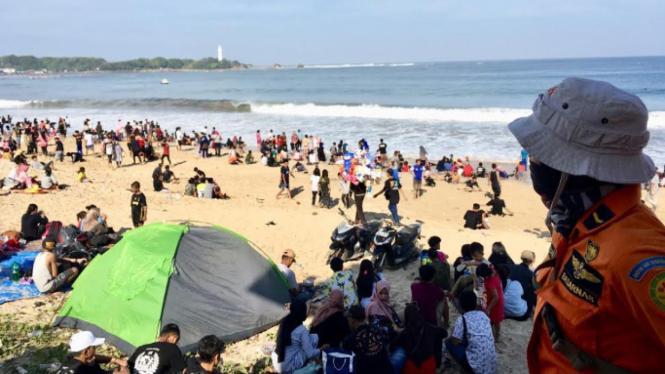 Pantai selatan Jawa Barat saat Lebaran