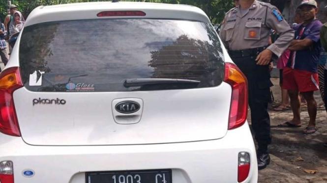 Mobil mahasiswa asal Surabaya yang dicuri seorang pria.