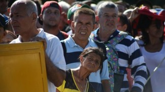 https://thumb.viva.co.id/media/frontend/thumbs3/2019/06/09/5cfced825633e-krisis-venezuela-perbatasan-dengan-kolombia-dibuka-kembali-puluhan-ribu-orang-menyeberang_325_183.jpg