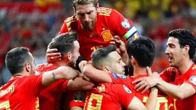 Selebrasi gol para pemain Spanyol ke gawang Swedia