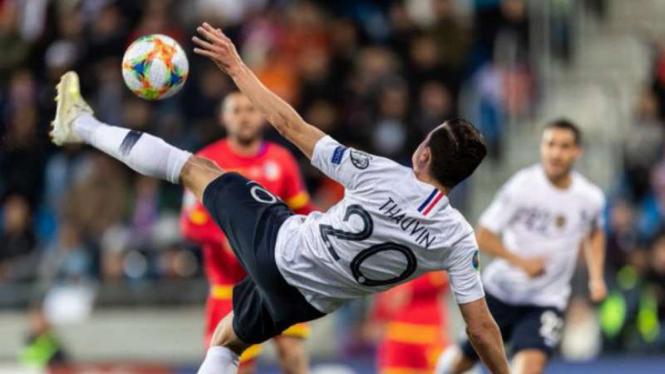 Pemain Prancis, Florian Thauvin saat menghadapi Andorra.