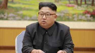https://thumb.viva.co.id/media/frontend/thumbs3/2019/06/12/5d00657335c72-lokasi-eksekusi-korea-utara-lsm-petakan-ratusan-lokasi-hukuman-mati-dari-pasar-hingga-sekolah_375_211.jpg