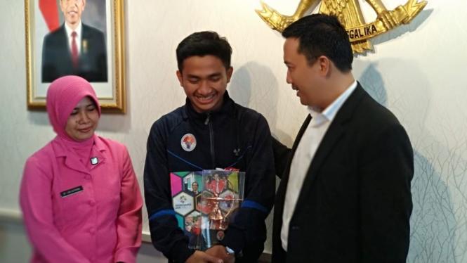 Pemain Timnas Indonesia U-23, Hambali Tolib (tengah)
