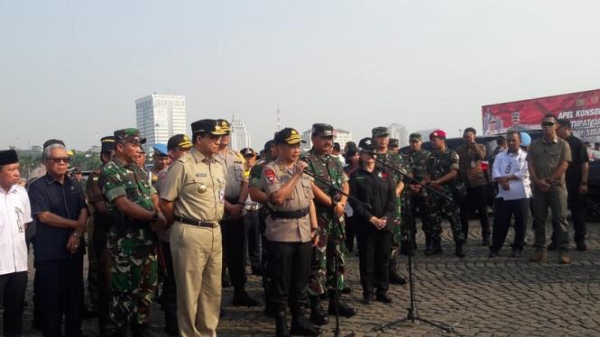 Kapolri dan Panglima TNI menggelar apel kesiapan pengamanan sengketa pemilu