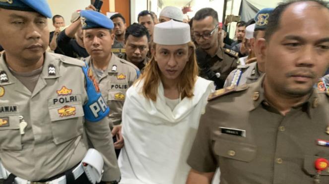 Habib Bahar bin Smith usai menjalan persidangan di Pengadilan Negeri Bandung.