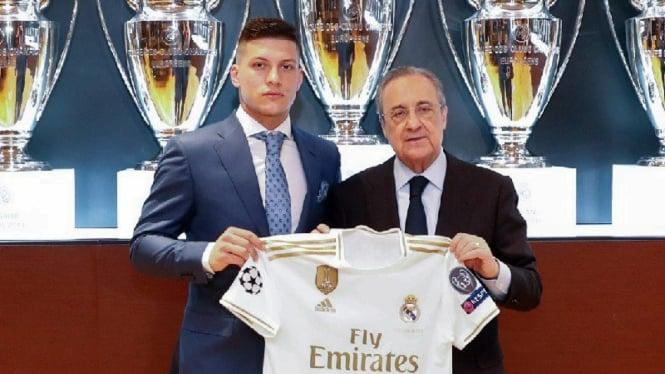 Pemain anyar Real Madrid, Luka Jovic saat diperkenalkan ke publik