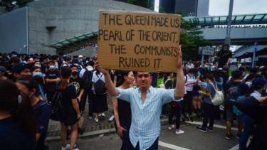 https://thumb.viva.co.id/media/frontend/thumbs3/2019/06/14/5d02de081b2d5-mengapa-rakyat-hong-kong-marah-soal-ekstradisi-ke-china_375_211.jpg