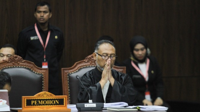 Hasil gambar untuk Bambang widjojanto sidang di MK