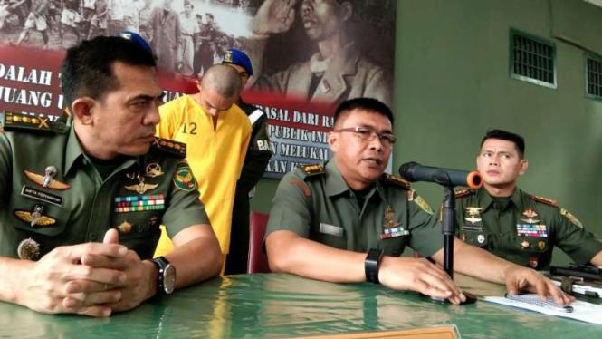 Kepala Penerangan Kodam II/Sriwijaya Kolonel Djohan Darmawan dalam konferensi pers di Palembang, Sumatera Selatan, Jumat, 14 Juni 2019.