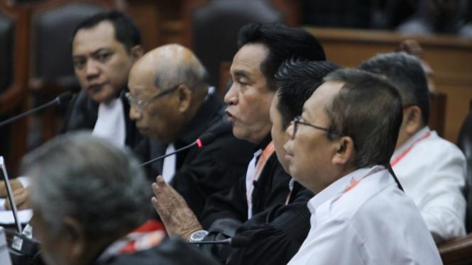 Tim Hukum Jokowi saat sidang perdana gugatan Pilpres 2019 di MK