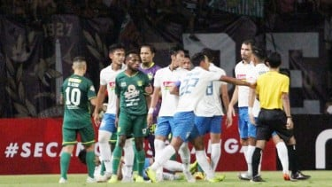 Pemain Persebaya Surabaya, Elisa Basna saat melawan PSIS Semarang