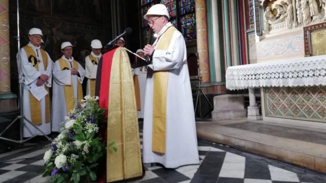 Tanggal 16 Juni dipilih menjadi hari pelaksanaan misa pertama pascakebakaran karena merupakah hari peringatan pentahbisan altar katedral. - KARINE PERRET/GETTY IMAGES