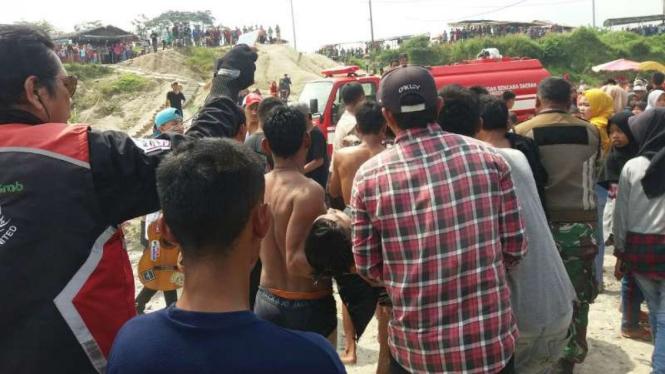 Dua wisatawan yang jatuh ke danau Telaga Biru tewas