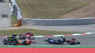 https://thumb.viva.co.id/media/frontend/thumbs3/2019/06/16/5d063293319cc-empat-pembalap-papan-atas-terjatuh-di-motogp-catalunya_325_183.jpg