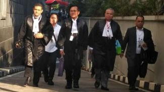 Ketua Tim Kuasa Hukum Jokowi-Amin Yusril Ihza Mahendra dan para anggota timnya.