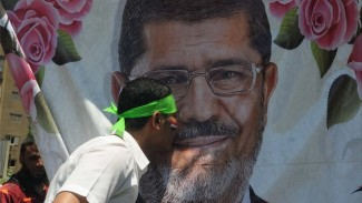 https://thumb.viva.co.id/media/frontend/thumbs3/2019/06/18/5d085dfdbbfc6-mohammed-morsi-pria-yang-masa-kepresidenannya-dipangkas-militer-mesir_325_183.jpg