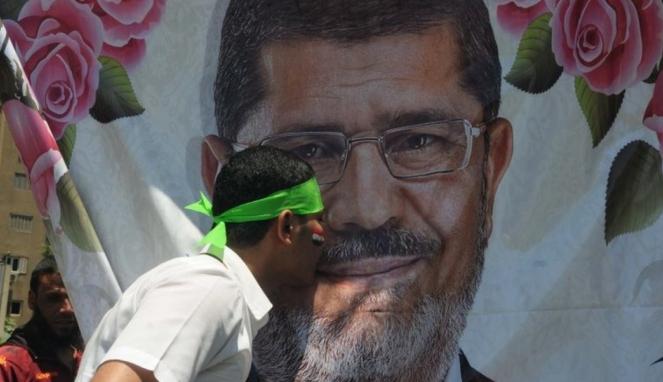 https://thumb.viva.co.id/media/frontend/thumbs3/2019/06/18/5d085dfdbbfc6-mohammed-morsi-pria-yang-masa-kepresidenannya-dipangkas-militer-mesir_663_382.jpg