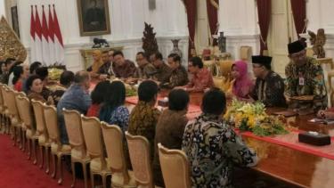 Presiden Joko Widodo kumpulkan para pelaku UKM dan UMKM di Istana Merdeka.