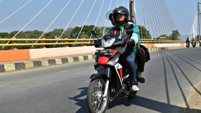 Pengemudi ojek online Grab Indonesia