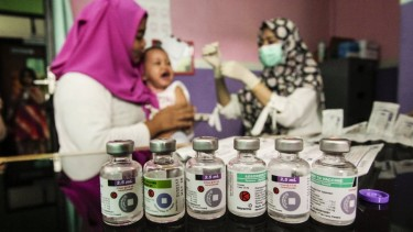 https://thumb.viva.co.id/media/frontend/thumbs3/2019/06/19/5d09a04882473-isu-haram-halal-masih-hambat-capaian-vaksinasi-di-sejumlah-daerah-klb-difteri-dan-campak-berpotensi-terulang_375_211.jpg