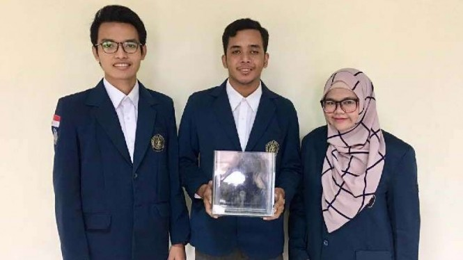 Tiga mahasiswa Universitas Brawijaya.