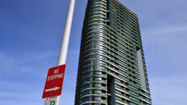 https://thumb.viva.co.id/media/frontend/thumbs3/2019/06/19/5d0a06bfe25f2-jangan-beli-apartemen-di-australia-jika-bangunannya-lebih-dari-3-lantai_375_211.jpg