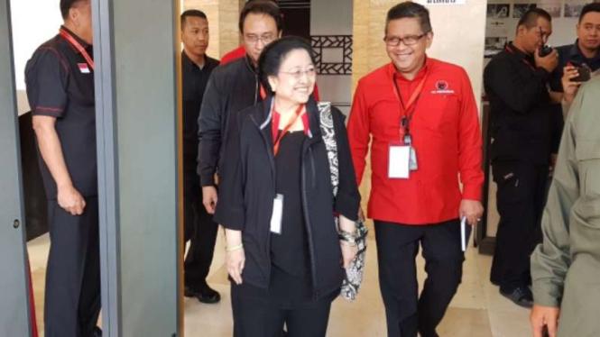Ketua Umum PDIP Megawati Soekarnoputri didampingi Sekjen PDIP Hasto Kristiyanto.