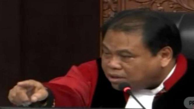 Hakim MK, Arief Hidayat, saat terlibat debat panas dengan Bambang Widjojanto.
