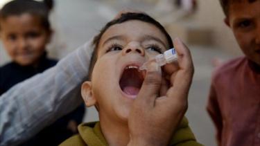 https://thumb.viva.co.id/media/frontend/thumbs3/2019/06/20/5d0ae89d133e4-vaksinasi-polio-kisah-ulama-pakistan-yang-patahkan-isu-vaksin-membuat-perempuan-muslim-mandul_375_211.jpg