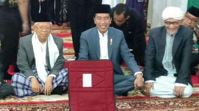Presiden Joko Widodo menghadiri akad nikah putri Rais Aam NU di Surabaya.