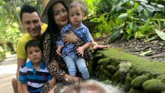 Keluarga Titi Kamal dan Christian Sugiono