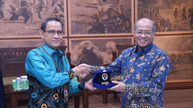Rektor Universitas Pancasila Prof Wahono Sumaryono (kanan)