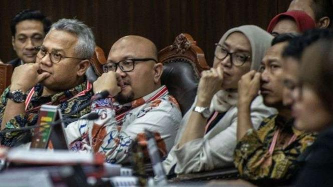 Pimpinan KPU saat menghadiri sidang perselisihan Pilpres di Mahkamah Konstitusi