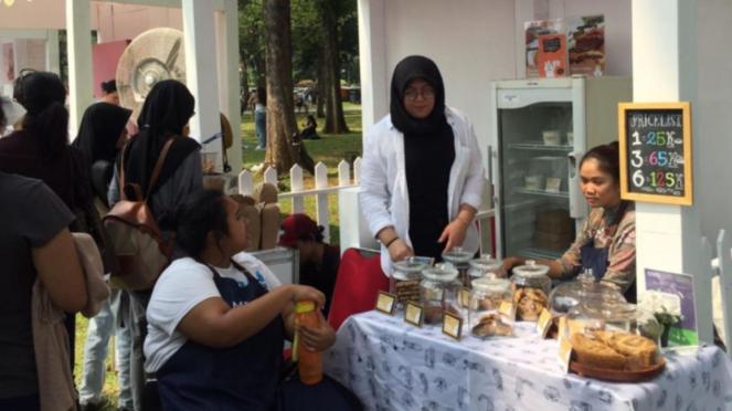 Acara bazar kreatif Semasa Piknik di Lapangan Banteng