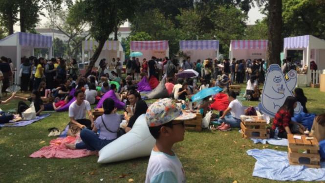 Keseruan piknik di Lapangan Banteng
