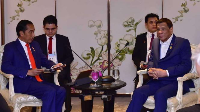 Presiden Jokowi dan Presiden Duterte di sela-sela KTT ASEAN di Thailand. Foto: Dok. Biro Pers dan Media Istana Kepresidenan