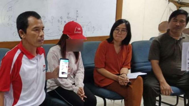 Sekretaris Jenderal SBMI Boby memaparkan kasus dugaan perdagangan orang di Jakarta, Minggu 23 Juni 2019.