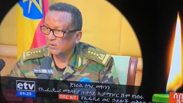 https://thumb.viva.co.id/media/frontend/thumbs3/2019/06/23/5d0f582f931dd-usaha-kudeta-di-ethiopia-kepala-staf-angkatan-darat-ditembak-mati-pengawalnya-sendiri_375_211.jpg