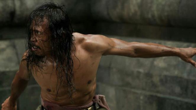 Yayan Ruhian di film Beyond Skyline.